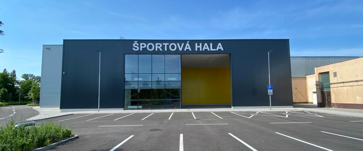 Po dlhom čase otvorili v Bratislave športovú halu pre loptové hry. Stála vyše štyri milióny